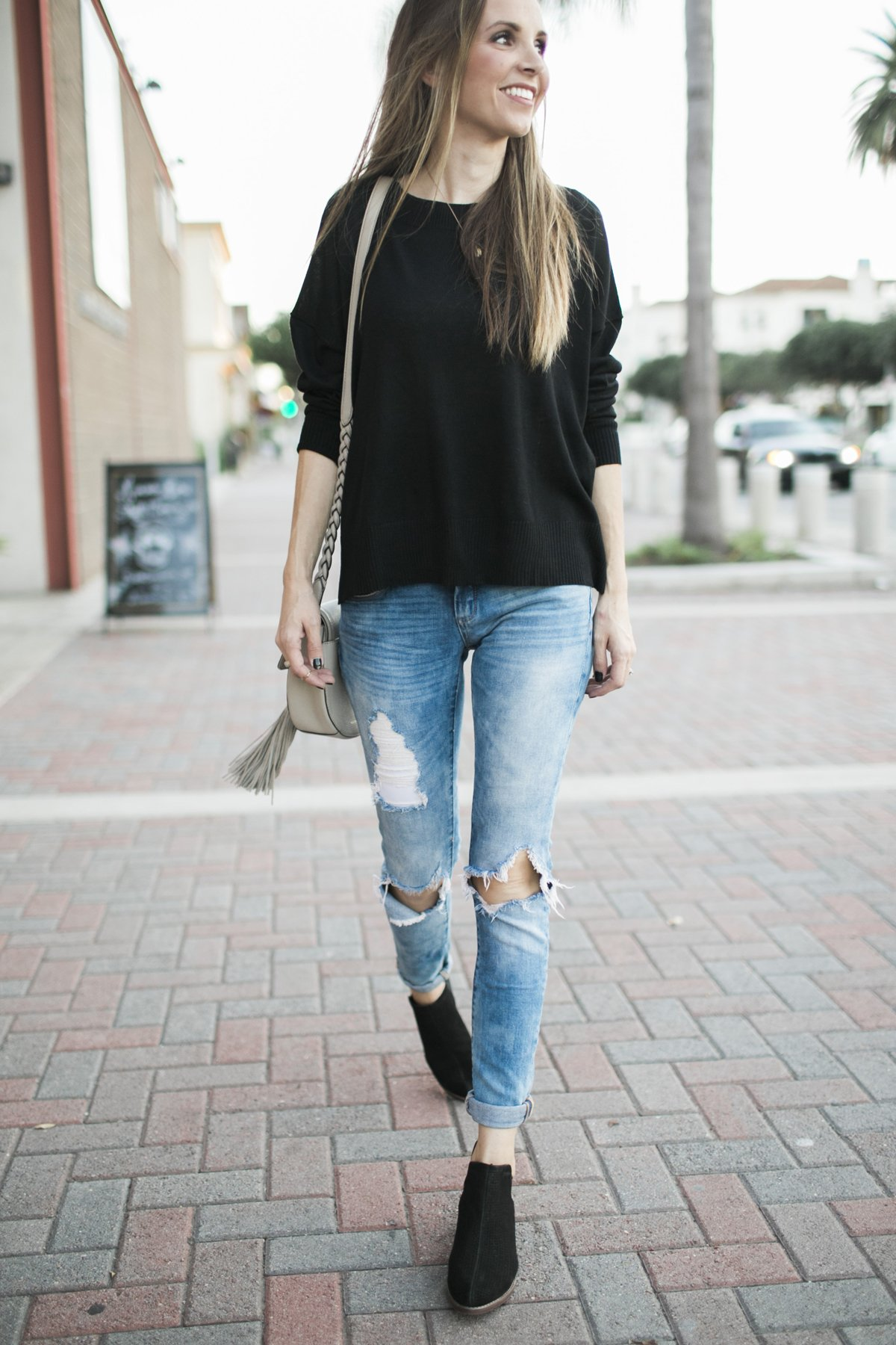 merricks-art-boyfriend-jeans-black-sweater