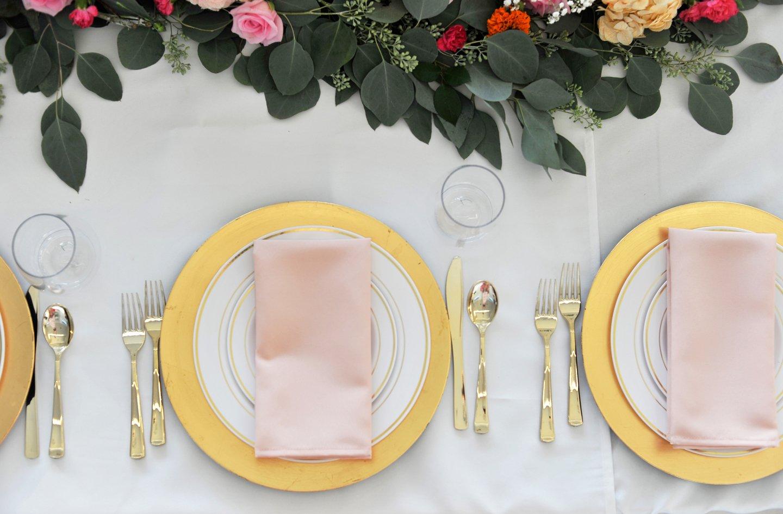 merricksart.com beautiful plastic table setting