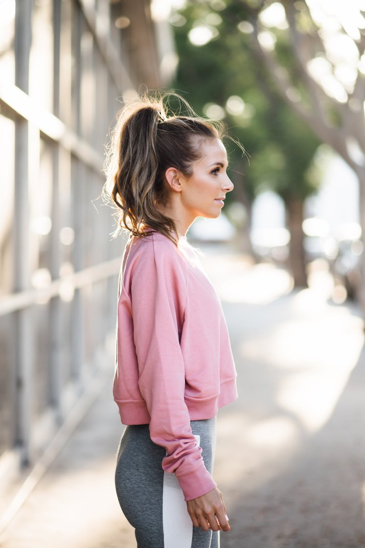 A cropped sweatshirt and running tights are the perfect fall running combination