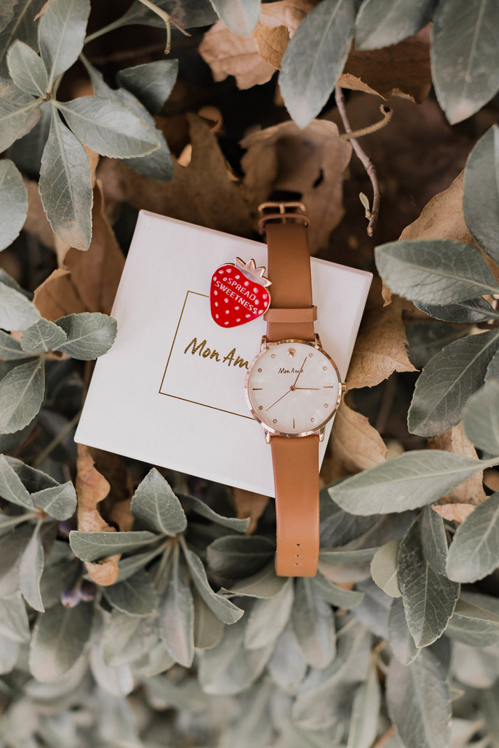 strawberry pin and mon amie food watch