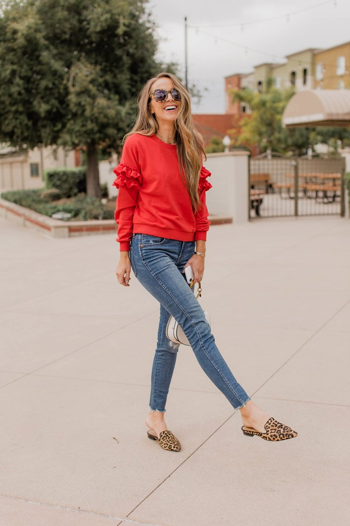 an easy mom outfit that's elevated but still comfy and cute