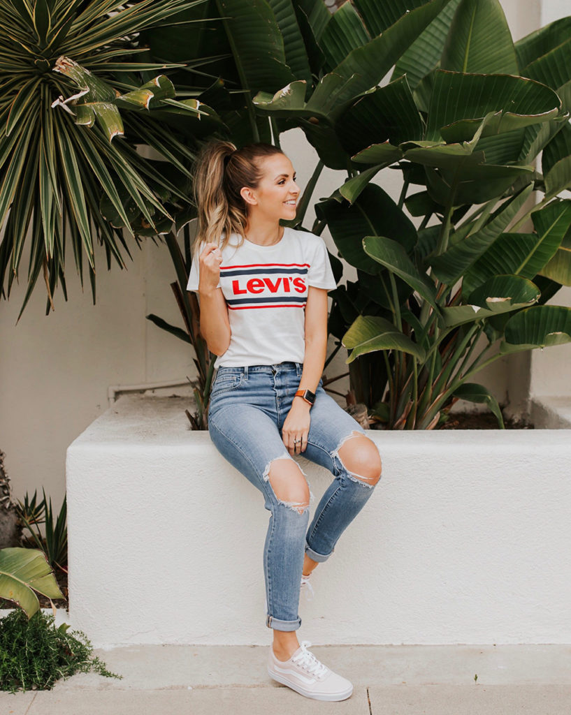levis t-shirt and jeans
