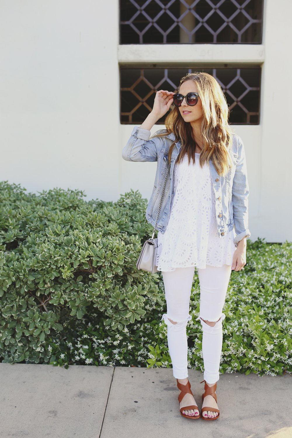 white jeans and denim jacket