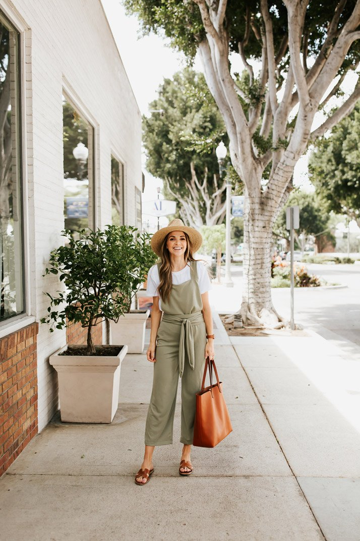 a cute and simple jumpsuit you can make for yourself!