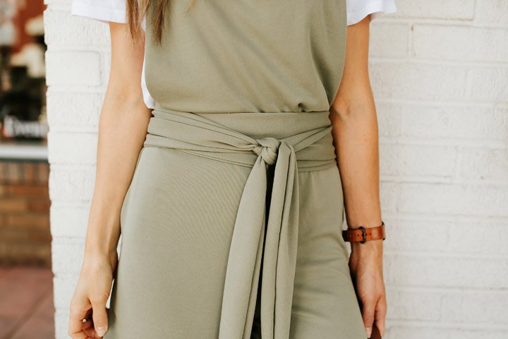 this tie waist makes it comfortable, flattering, and adds a really fun detail