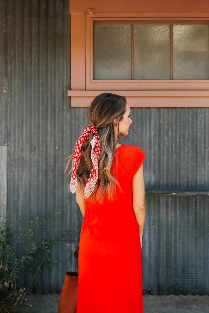 an easy way to tie a bandana with your hair down