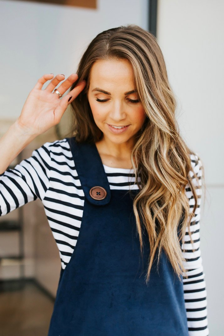 love the big buttons on this cute DIY overall dress!