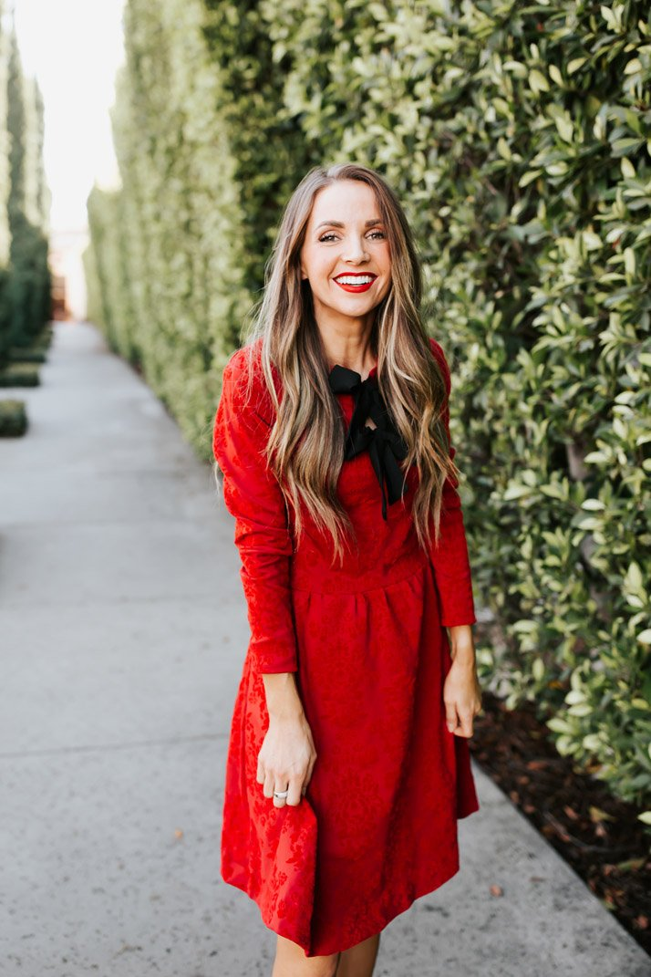 obsessed with this red dress for christmas. Learn how to make one here!