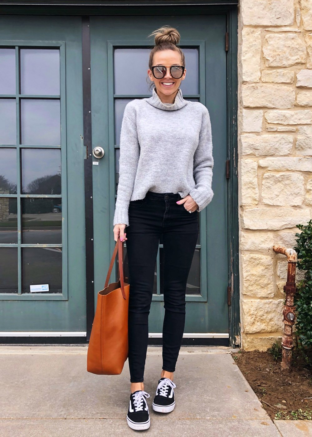 Cute outfits with black jeans - gray turtleneck