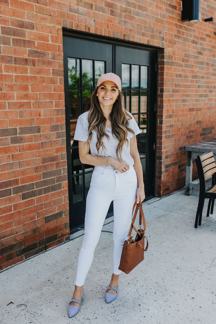 white jeans and gray tee for summer
