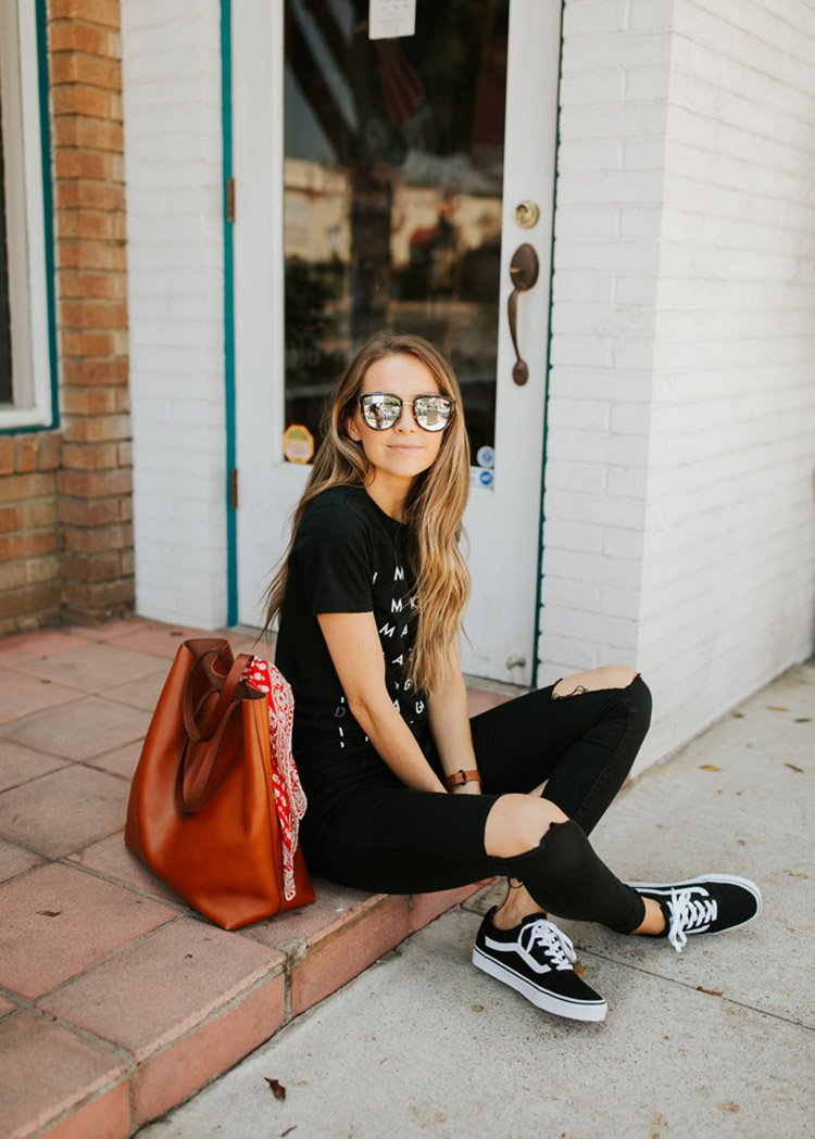 graphic tee and black jeans outfit