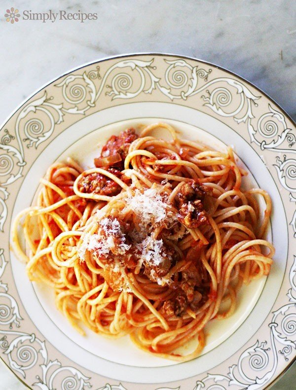 plate of italian sausage spaghetti