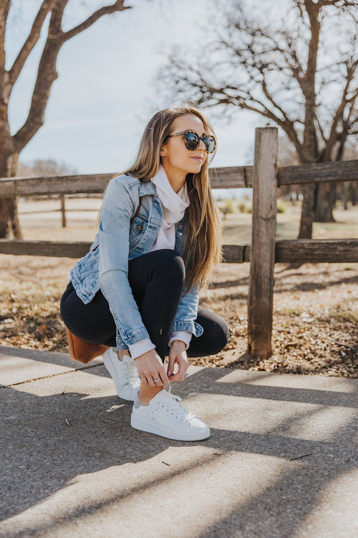 white sneakers with leggings and denim jacket
