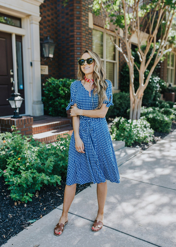 weekend recap - blue gingham dress and sandals