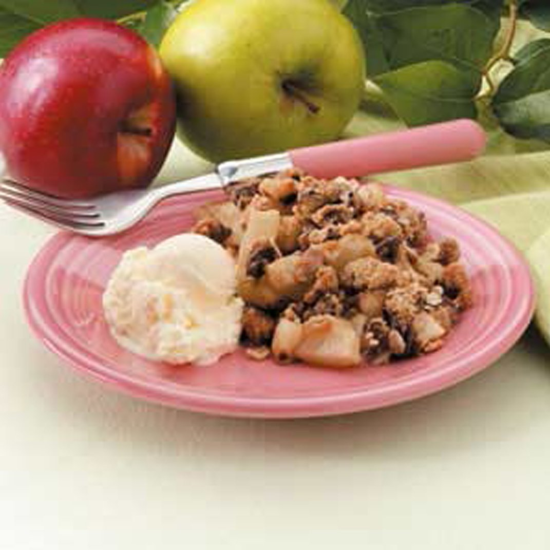 apple crumble with peanut butter and chocolate chips