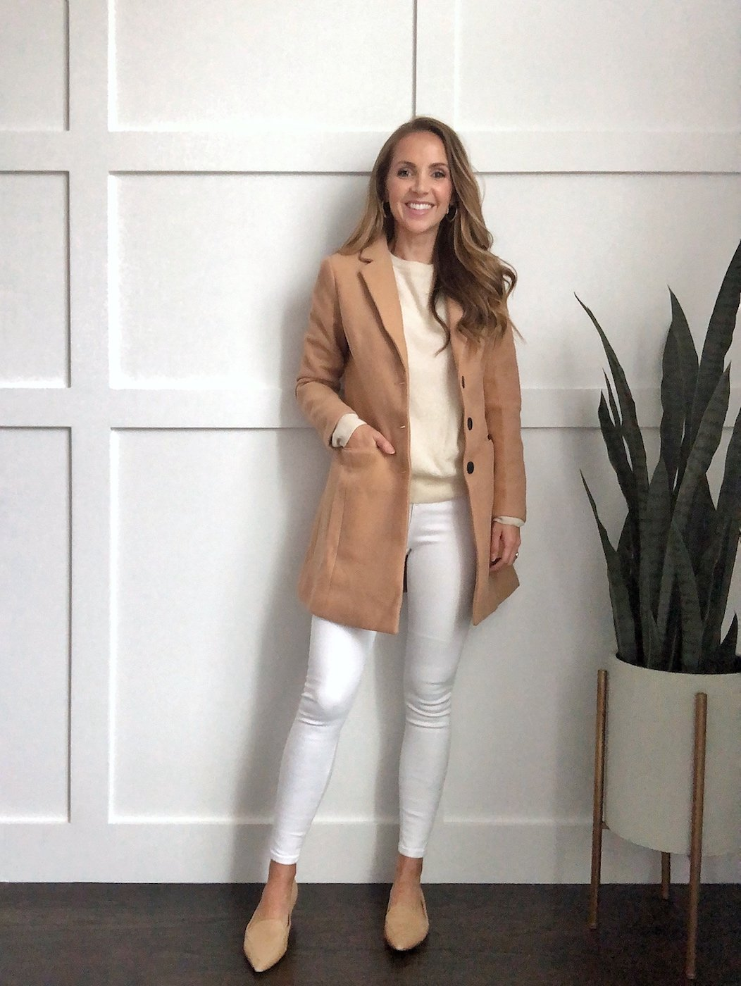 winter white outfits: camel jacket and white jeans