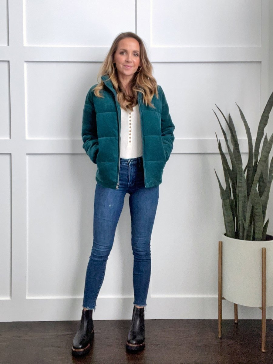 black chelsea boots outfit with skinny jeans and puffer coat