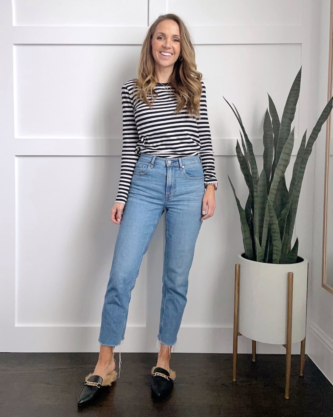 straight leg jeans outfit with tee