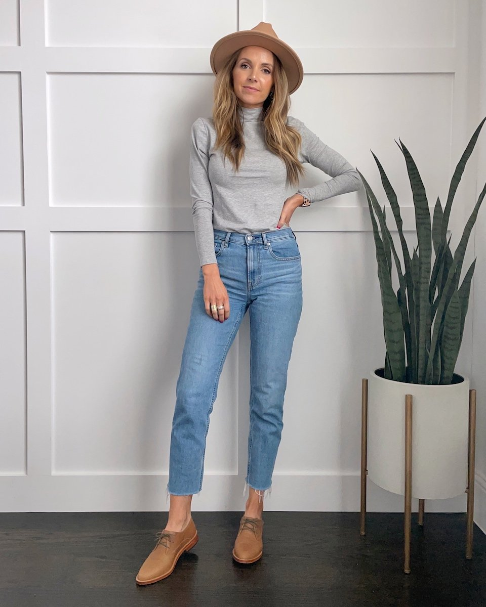 gray turtleneck mom jeans oxford shoes and fedora hat