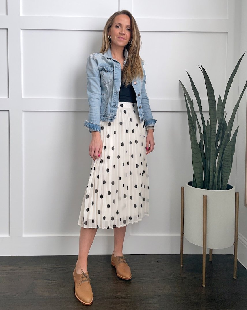 midi pleated skirt outfit ideas