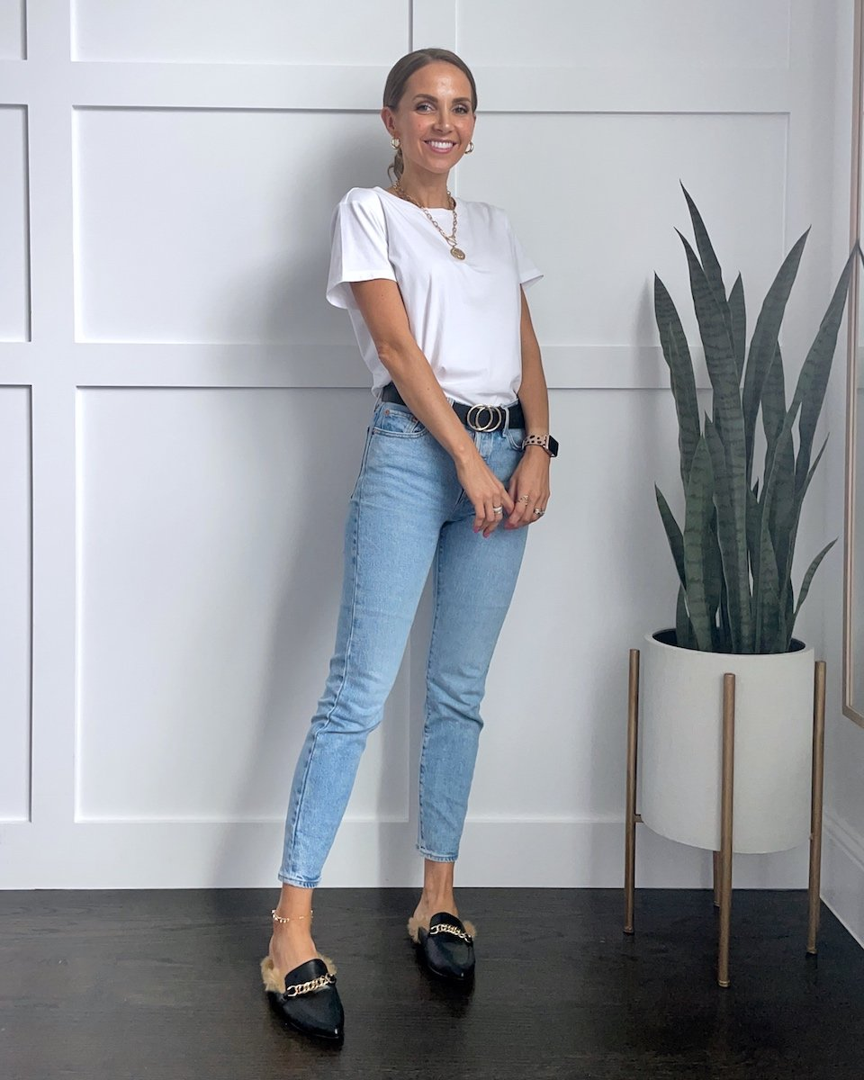 white jeans and tee outfit