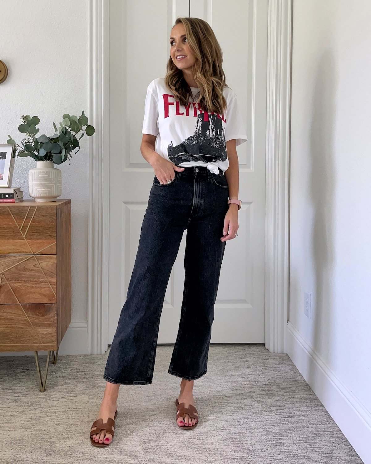 lazy day outfit graphic t-shirt jeans